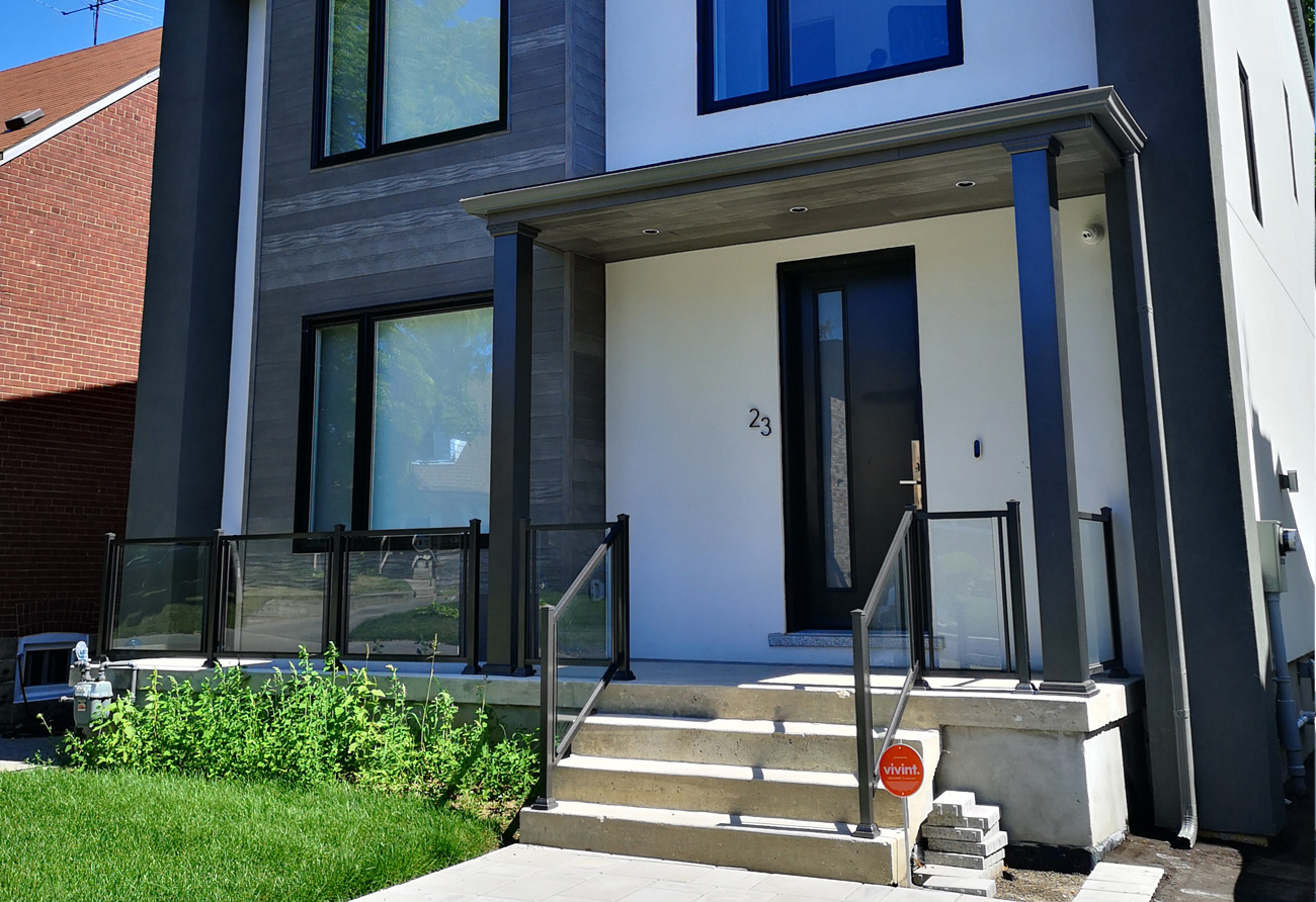 Modern Front Porch GR4 Glass Railings
