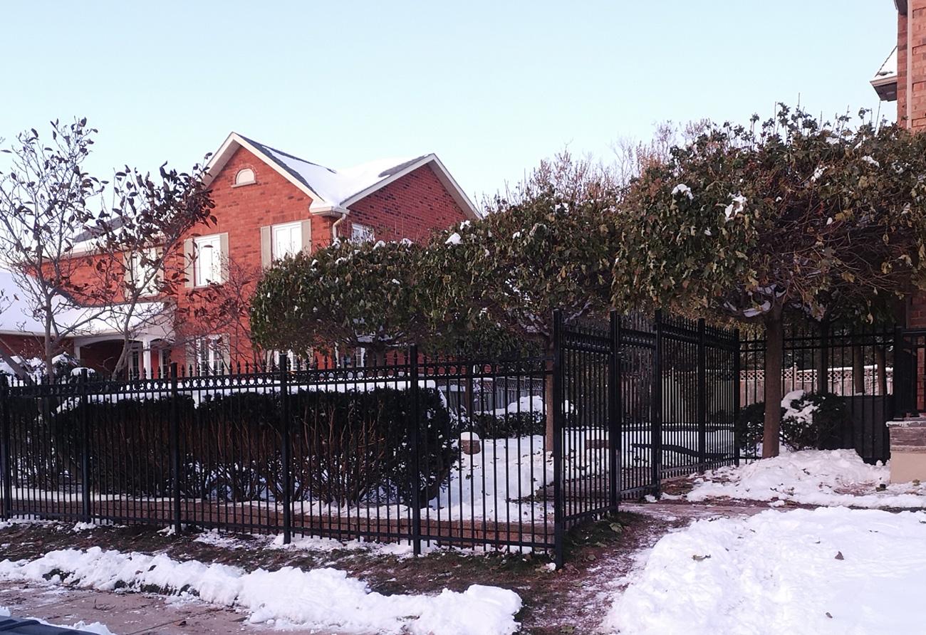 F4 fence black 2x2 post