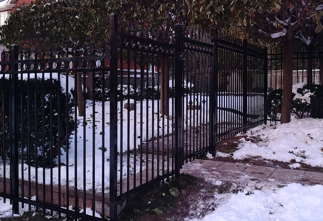 F4–fence–black-winter-2