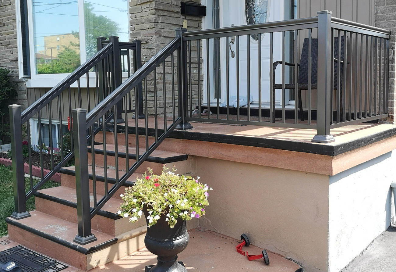 R1 Railing Bungalow Entry
