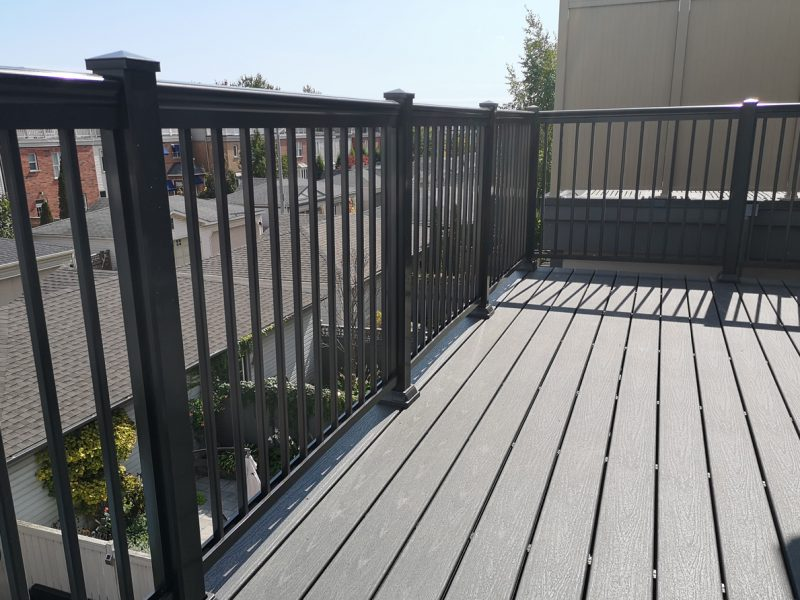 R1 Railings Composite Deck