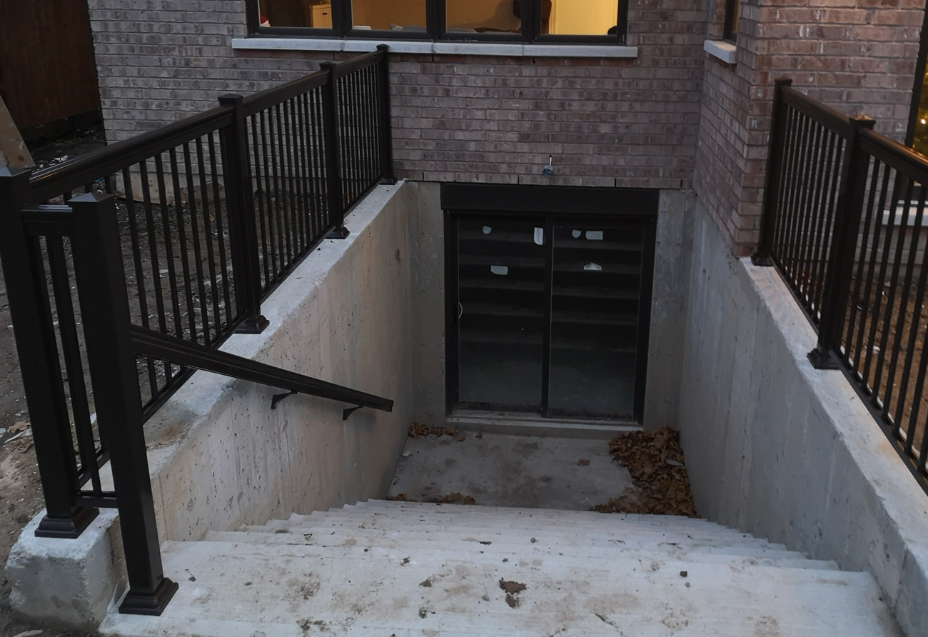 R1 Railing Walkout with Handrail