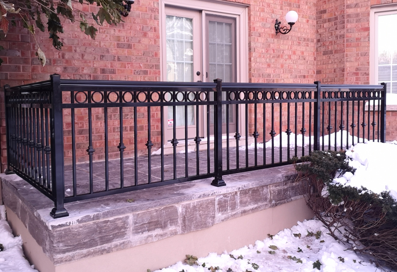 R7 Circle Railing Patio