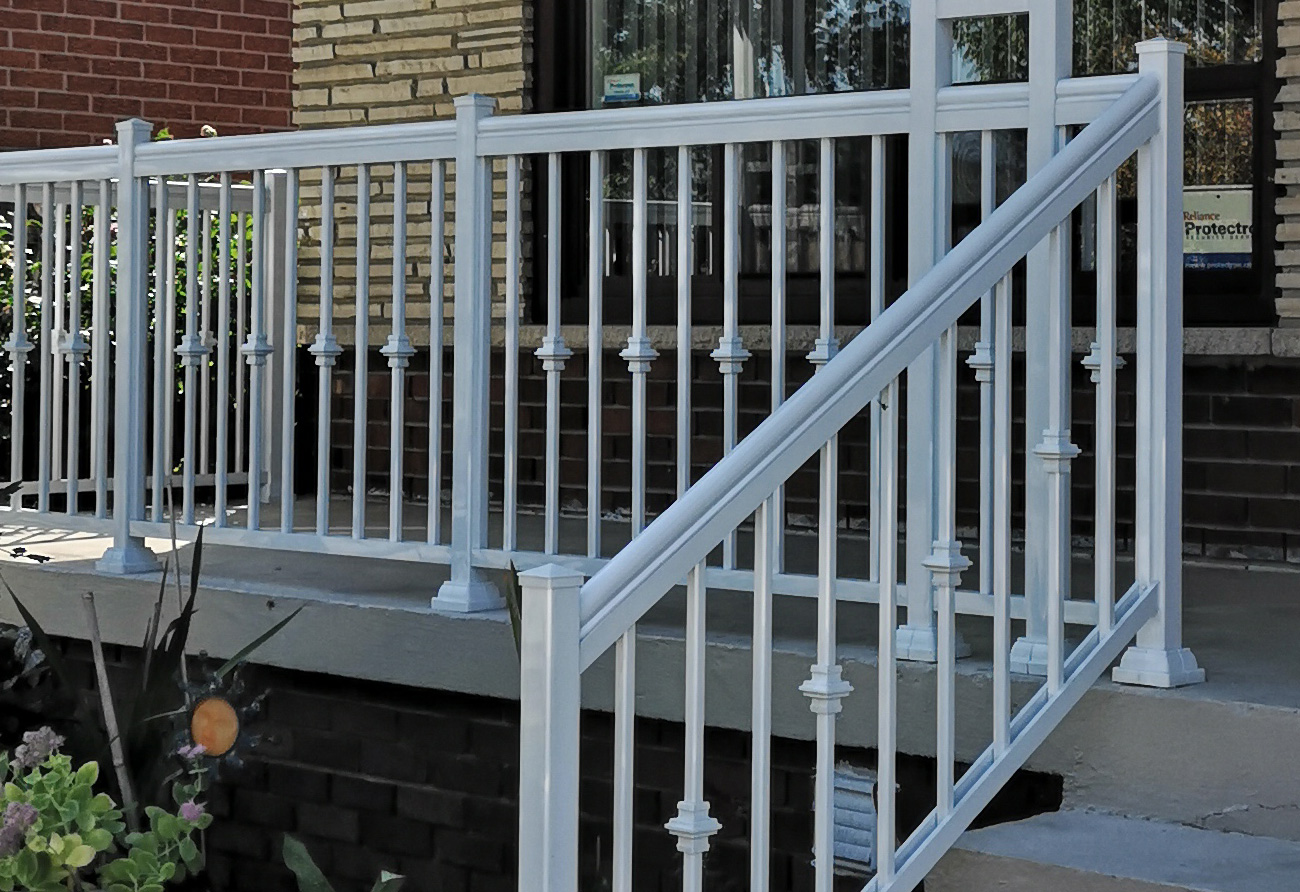 R2 aluminum railings w columns