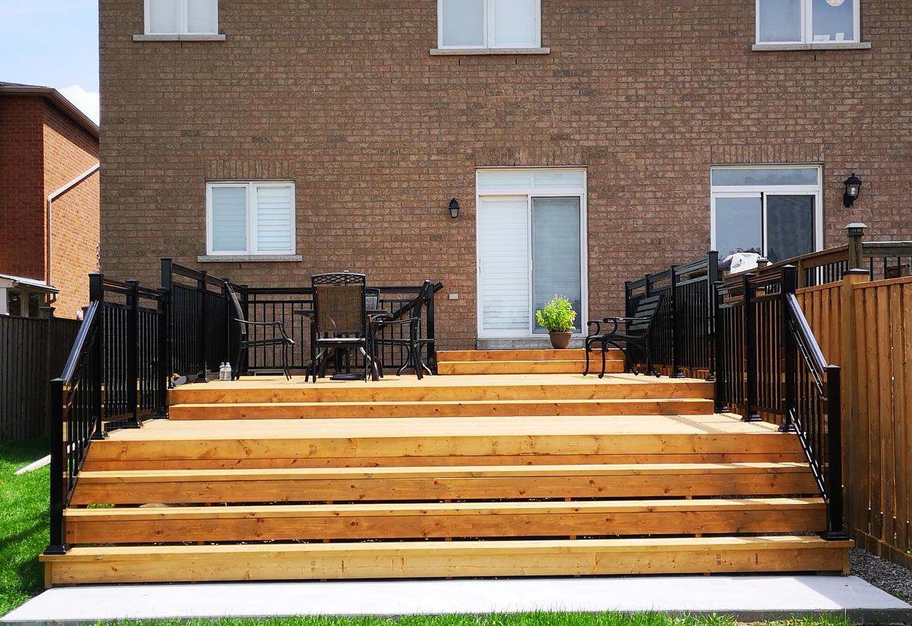 R12 Open Railing Backyard Deck
