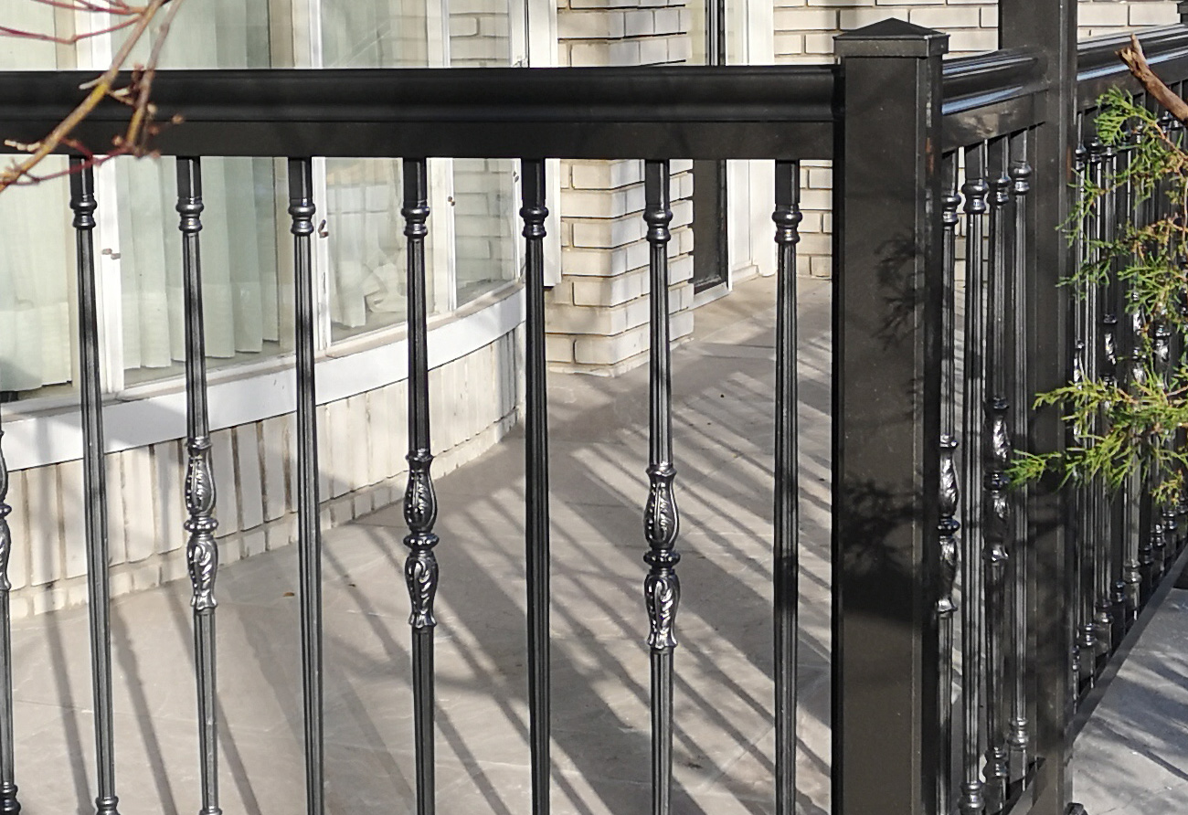 R19 Railing and Columns Front Porch