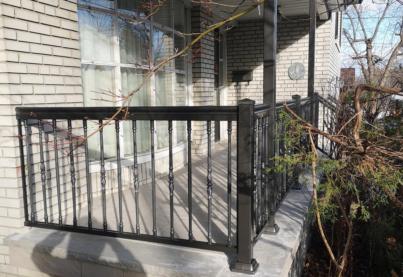 r19-aluminum-railing-front-porch-3