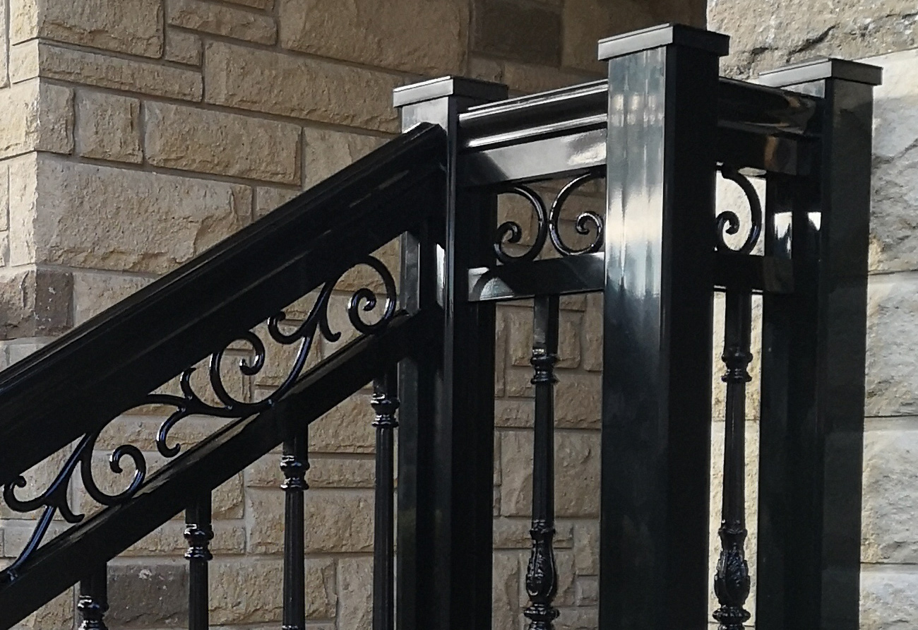 R20 Railing and Column Front Entry